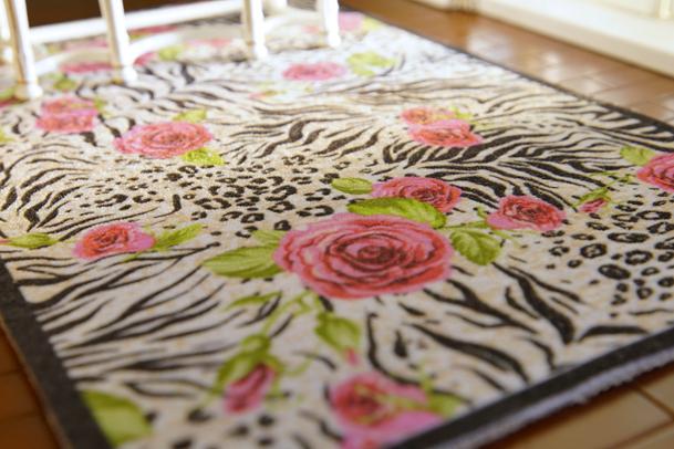 Dollhouse 1//12 Black /& White Red Roses Beautiful Miniature Rug