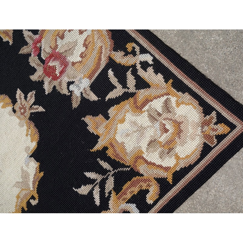 2 X 3 Black Gold Beige Red Roses Chic Shabby Needlepoint