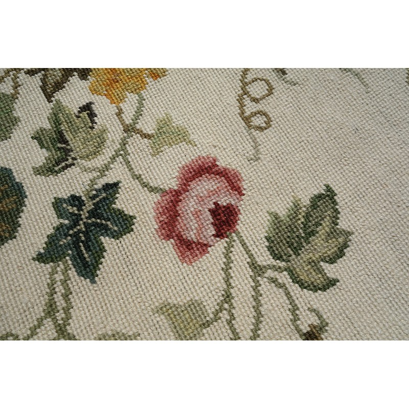 Beautiful wool handmade flora garden needlepoint area rug for Beautiful beige paint colors